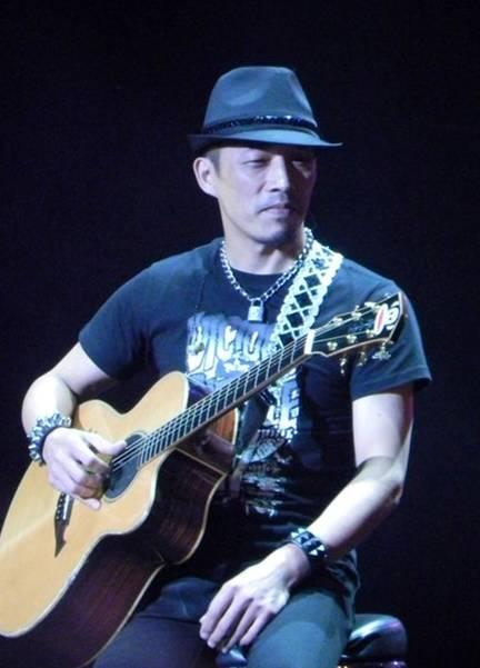 台灣知名吉他手、作曲家、編曲家、音樂製作人,曾獲第22屆金曲獎最佳編曲人獎.....